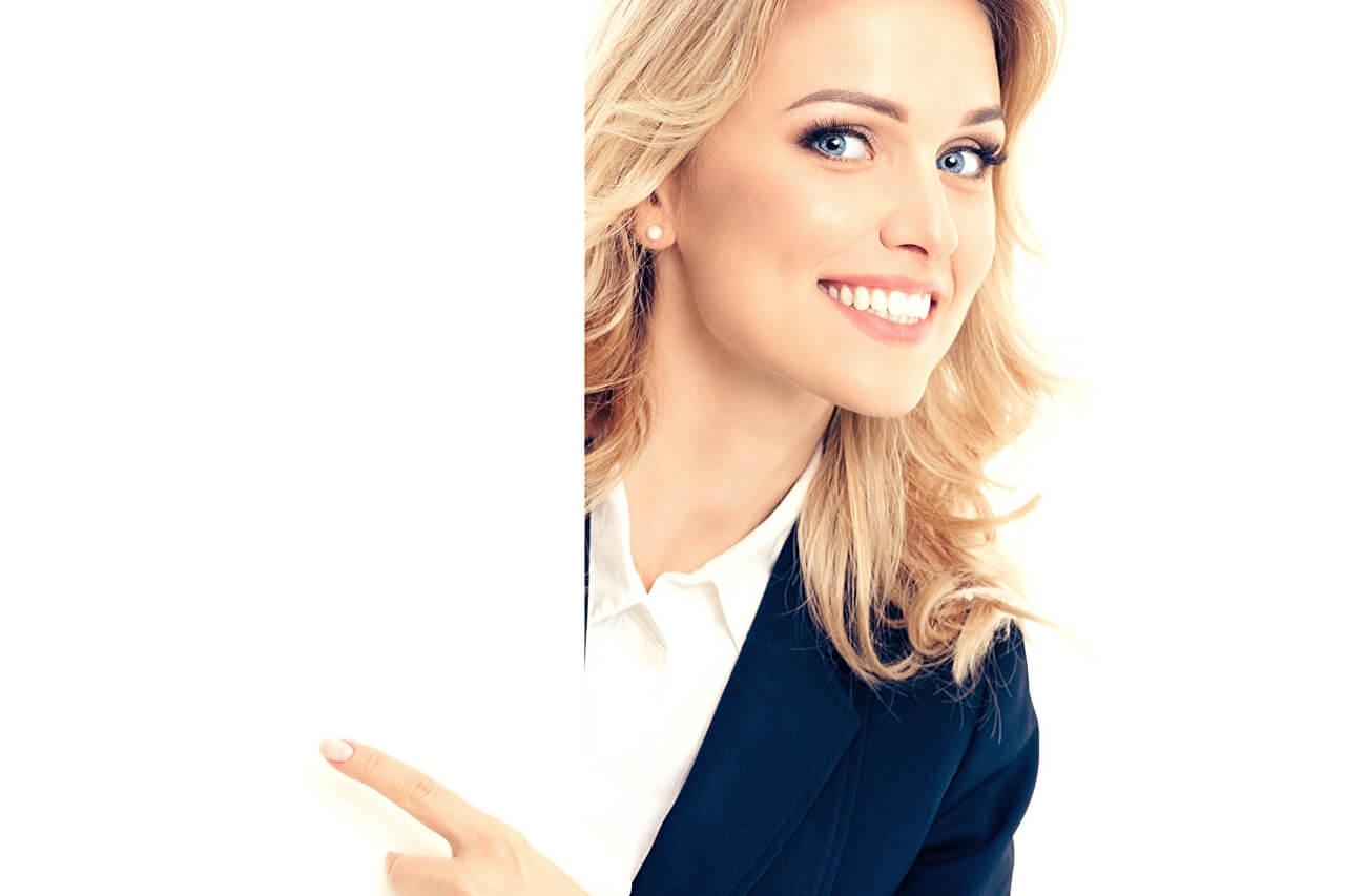 usmiechnięta kobieta. Home staging konsultacja